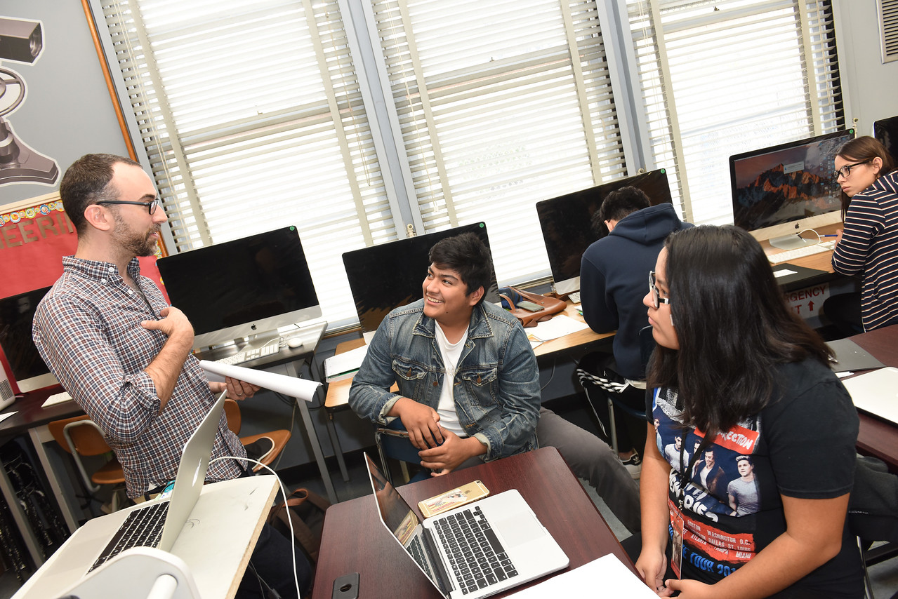 AFI alumnus David Ross mentoring students at 32nd Street USC Media Arts & Engineering Magnet
